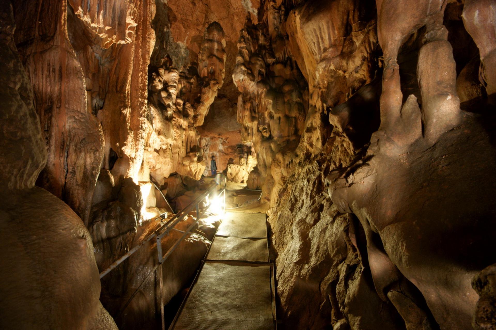 скельская пещера фото относительно небольшую высоту