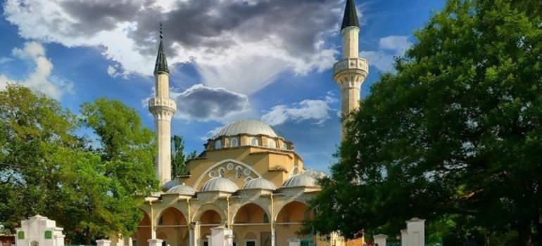 Мечеть Джума Джами — самая большая и величественная мечеть в Крыму