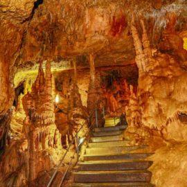Как образуются карстовые пещеры? Сталактиты и сталагмиты, другие каменные образования