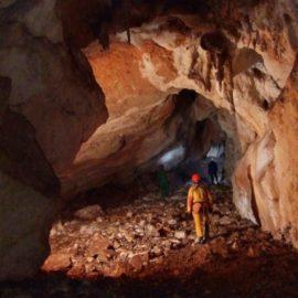 Что испытывает человек в пещере?