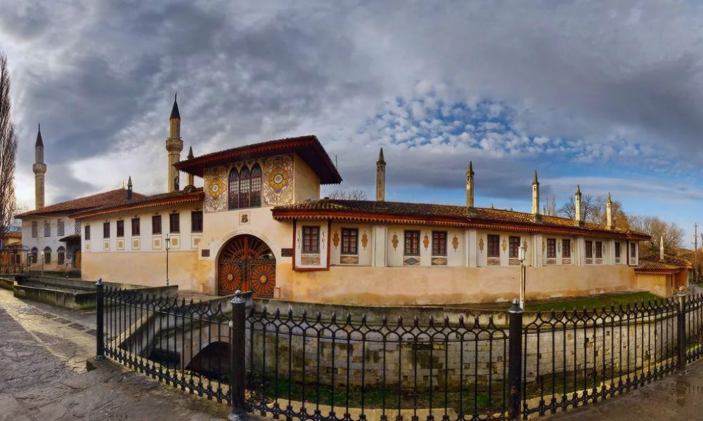 Новогодний тур по Крыму - экскурсия по Ханскому дворцу